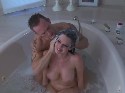 Smoking hot babe Jessie Lee fucked by two lucky guys