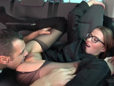 Samantha gets her delicious pussy slammed in the backseat