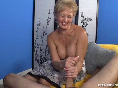 Milf Babe Decides To Offer Her Best On First Date