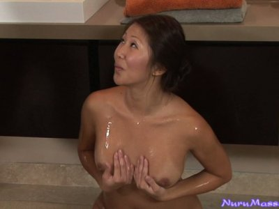 Hot massage with Beti Hana transforms into position 69