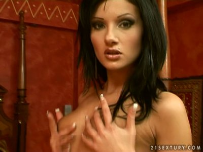 Sarah Diamant takes off her red lingerie and go wild