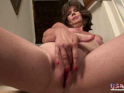 USAwives Awesome Mature Lovers Showoff Slideshow