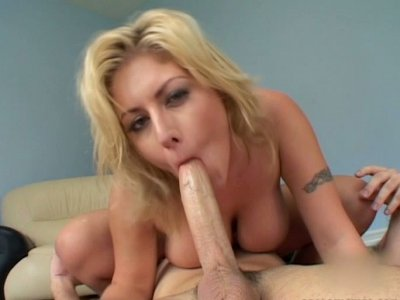 Curvy busty blonde hoe Velicity Von facesits and blows three cocks