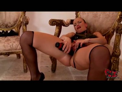 Hot tempered cheap slut drills her spoiled punani with dildo