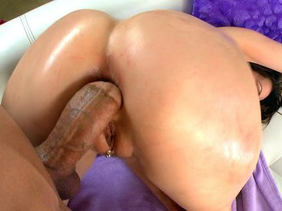 Anal MILF Courtney Cummz takes stiff cock in her ass doggie