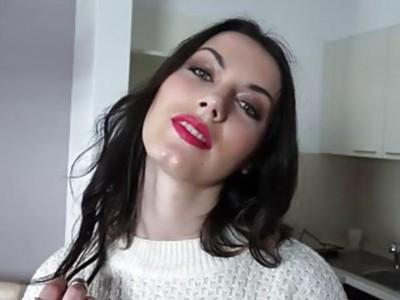 Sara Highlight flaunts pussy for cash